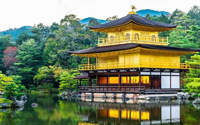 Vẻ đẹp của chùa vàng qua các mùa trong năm